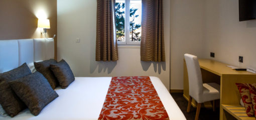 Upper triple room with two separate beds