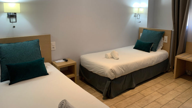 Twin room for two people with two separate beds